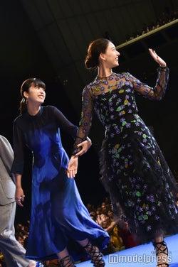 仲良しな馬場ふみか&新木優子 (C)モデルプレス