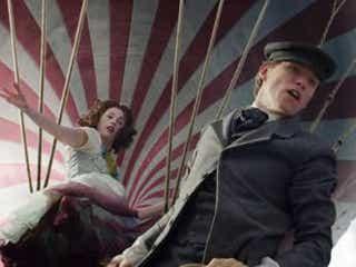 """『博士と彼女のセオリー』コンビによる""""奇跡の実話映画""""の予告が公開"""
