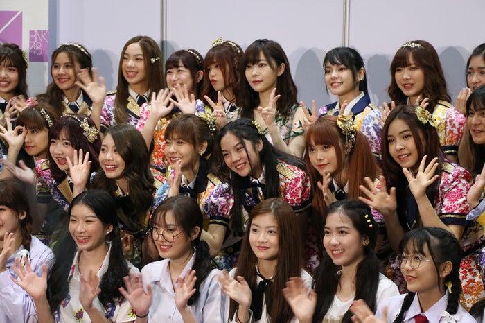指原莉乃&BNK48メンバー (C)AKS