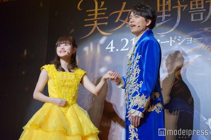 ベル役の昆夏美さん、野獣役の山崎育三郎さん(C)モデルプレス