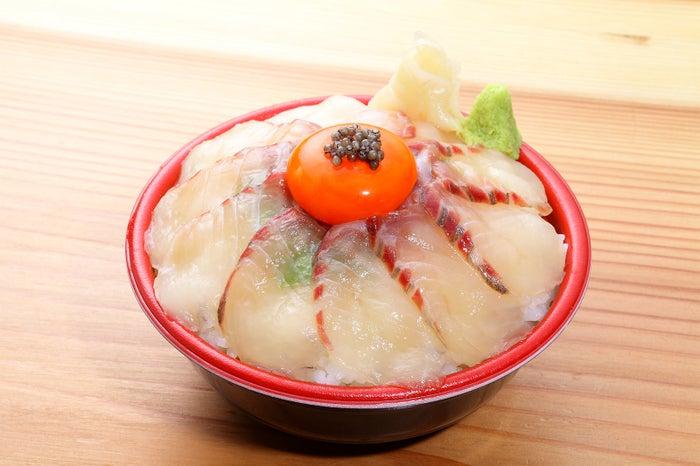 つくば酒趣(チョウザメ漬丼キャビアのせ)/画像提供:ロッキング・オン・ジャパン