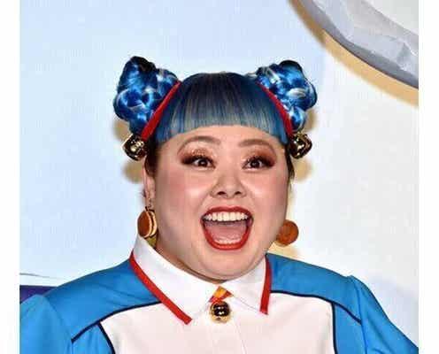 渡辺直美、海外雑誌で表紙モデルに!「黒髪がめっちゃセクシー!」「いつもと違うイメージでかっこいい」