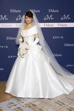 藤澤恵麻が挙式 純白ウエディングドレス姿披露