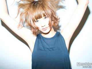 "「JELLY」モデルizuの""壁ドン""が「可愛すぎる」と話題に"