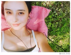 石田ニコル、美デコルテ&美バスト輝くショットに反響「透明感はんぱない」「すっぴん?」