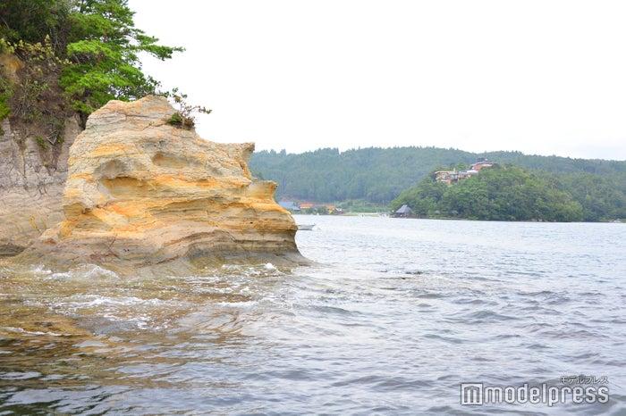 人間の横顔のような形をした奇岩(C)モデルプレス