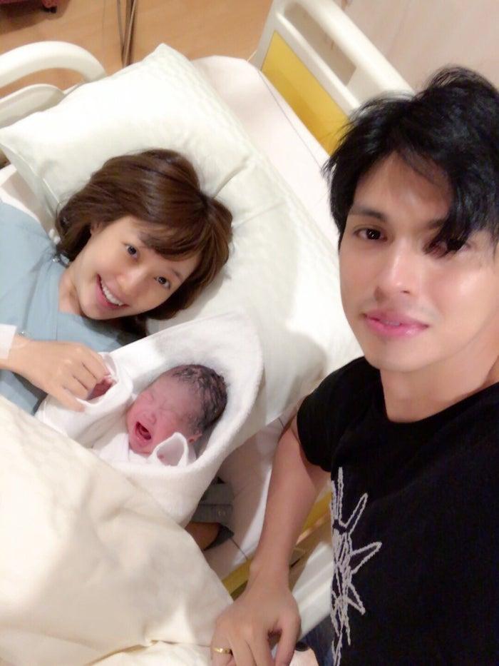 川崎希、第1子を出産 アレクも立...