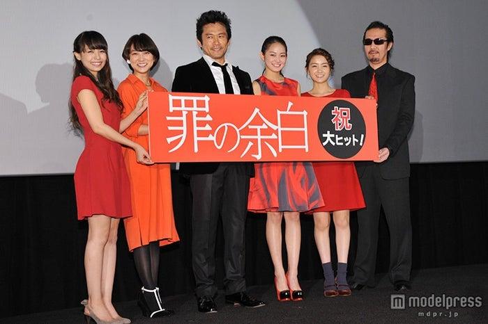 (左から)金魚わかな、谷村美月、内野聖陽、吉本実憂、葵わかな、大塚祐吉監督