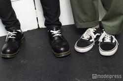 この日の2人の足元は?(左から)佐野勇斗、板垣瑞生(C)モデルプレス