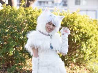 飯豊まりえ、白猫姿で太ももチラリ キュート&セクシーに体現<トラさん~僕が猫になったワケ~>