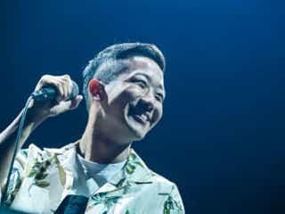 「香水」で話題のシンガーソングライター瑛人、大阪城ホールイベントで大阪初ライブ
