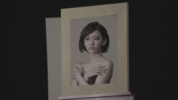 宮脇咲良・WEBムービー 「絵画に隠されたヒミツ」(提供写真)