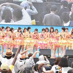 """モデルプレス - """"渚で一番かわいい""""NMB48、沖縄で夏曲炸裂!<セットリスト>"""