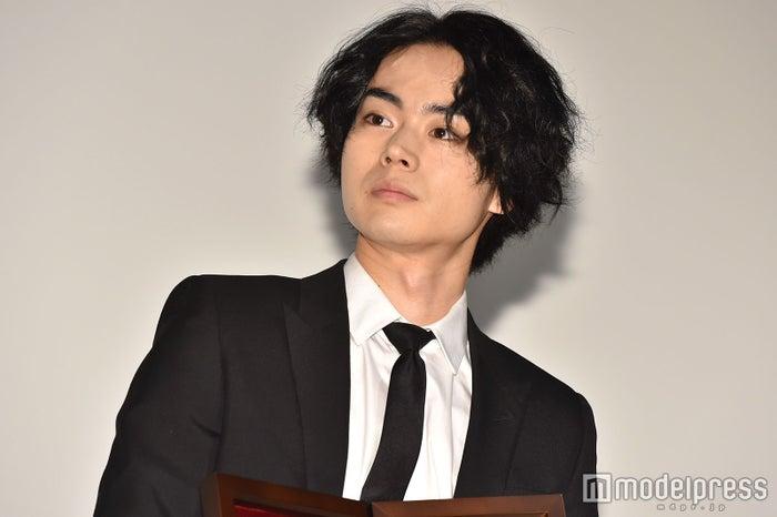 菅田将暉、MステでTV初披露のソロデビュー曲「見たこともない景色」熱唱 圧巻の歌唱力が反響呼ぶ(C)モデルプレス