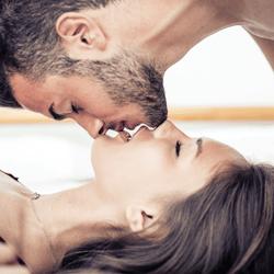 男性を悩殺する「キス中の仕草」4つ 色っぽいね…