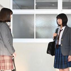 永野芽郁・上白石萌歌/「3年A組 ―今から皆さんは、人質です―」第9話より(C)日本テレビ
