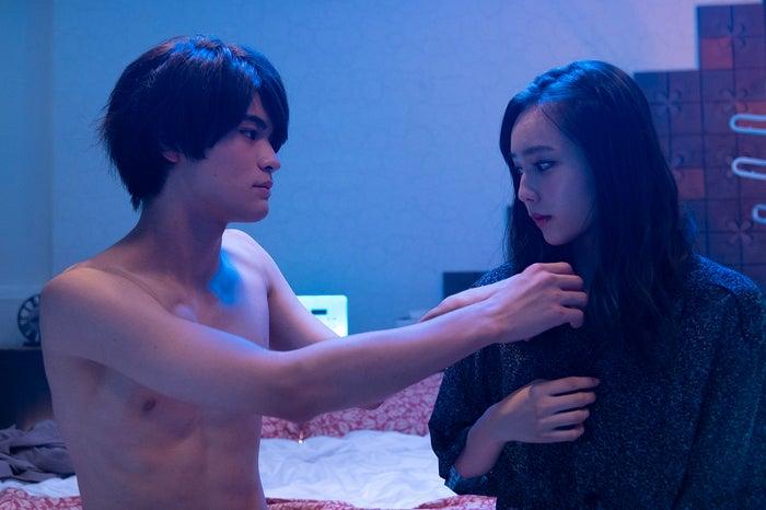 石川雷蔵、秋田汐梨/「17.3 about a sex」第6話(C)AbemaTV, Inc.