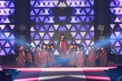 欅坂46、全曲センターチェンジ「二人セゾン」で新たなパターンも<GirlsAward 2018 S/S >