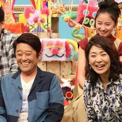 (上段左から)富澤たけし、堀田真由 (下段左から)坂上忍、片平なぎさ (C)フジテレビ