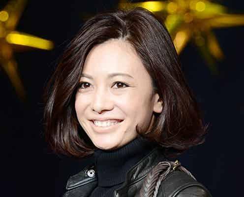モデル菅原沙樹、結婚後初の公の場 笑顔ふりまくランウェイ