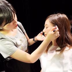元AAA伊藤千晃 メイク中写真公開しファン反響「顔ちっちゃすぎ」