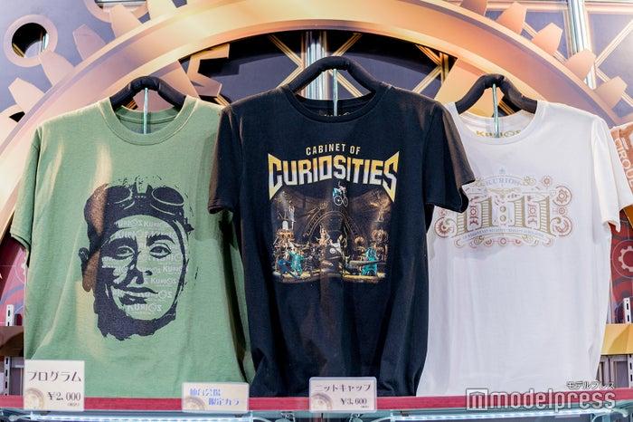 (左)「ローラ・ボーラ」のTシャツ (C)モデルプレス