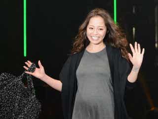 小森純、妊娠7ヶ月のファッションショー 大きなお腹でハッピーオーラ全開