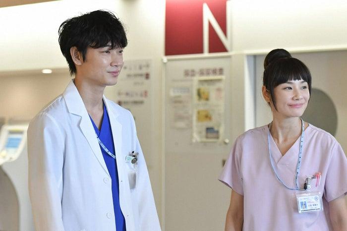 綾野剛、吉田羊/「コウノドリ」第3話より(画像提供:TBS)