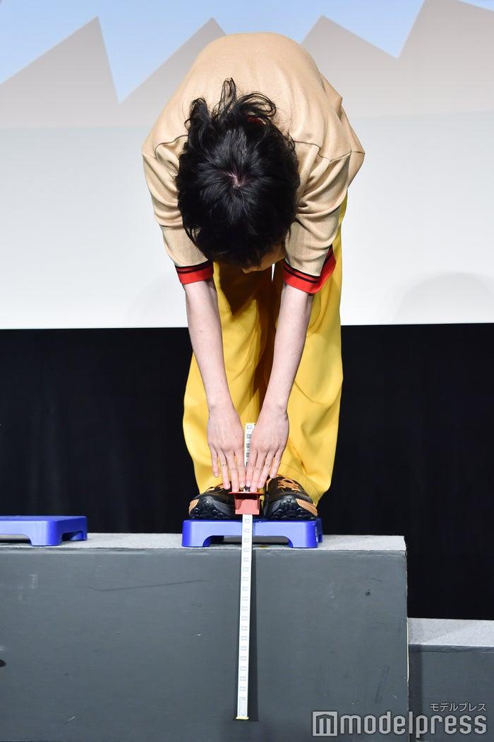 菅田将暉、前屈の結果は…(C)モデルプレス