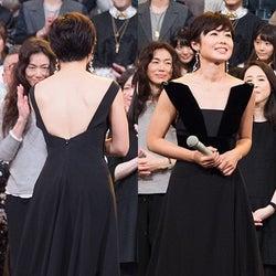有働アナ、美背中あらわなSEXYドレスで大人の色気<ファッションチェック/紅白リハ2日目>