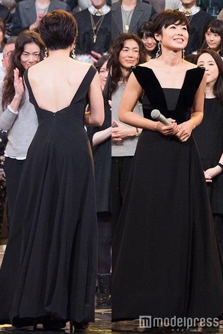 有働アナ、美背中あらわなSEXYドレスで大人の色気<ファッションチェック/紅白リハ2日目>(C)モデルプレス
