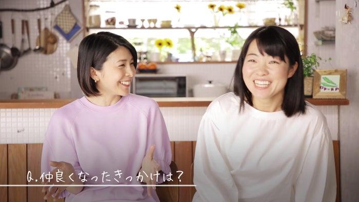 竹内結子、イモトアヤコ/インタビュー風景 (提供画像)