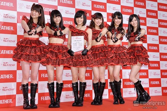 (左から)吉田朱里、矢倉楓子、山本彩、渡辺美優紀、白間美瑠、上西恵
