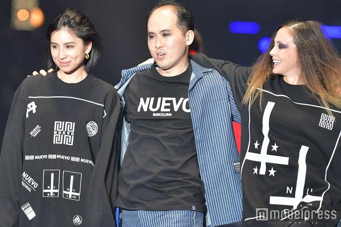 (左から)ラブリ、斎藤司、土屋アンナ(C)モデルプレス