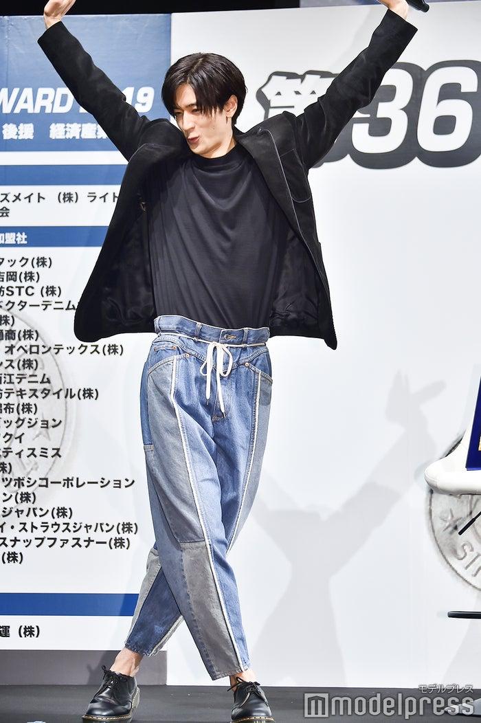 昨年に引き続き、マイケル・ジャクソンのターンを披露した中島裕翔(昨年とは違うバージョン)(C)モデルプレス