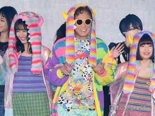 西岡徳馬、原宿ファッションで衝撃初ランウェイ 美女引き連れる<GirlsAward 2018 A/W>