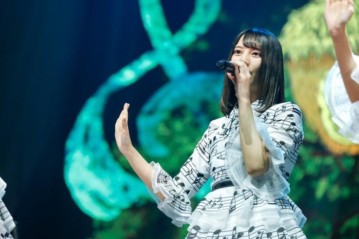 "「HINATAZAKA46 Live Online,YES!with YOU!~""22人""の音楽隊と風変わりな仲間たち~」/撮影:上山陽介"