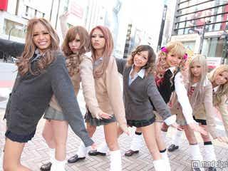 女子高生のための新雑誌創刊 制服×ルーズソックスのピチピチJK集結