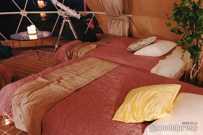 ベッドメイキングも女子好みの色使い(C)ビューティーガール
