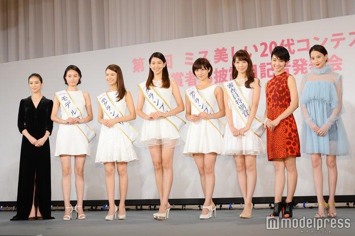 (左から)武井咲、西本有希さん、中谷モニカさん、是永瞳さん、奥山かずささん、宮本茉由さん、剛力彩芽、河北麻友子 (C)モデルプレス