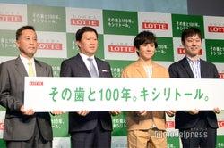 (左から)羽村章教授、牛膓栄一社長、渡部建、石川善樹先生(C)モデルプレス