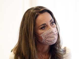 キャサリン妃、マスクを着用して公務へ。