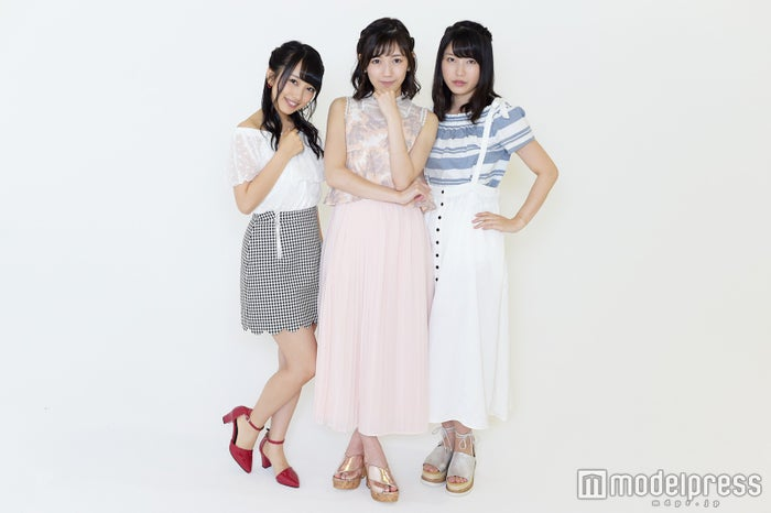 (左から)向井地美音、渡辺麻友、横山由依(C)モデルプレス