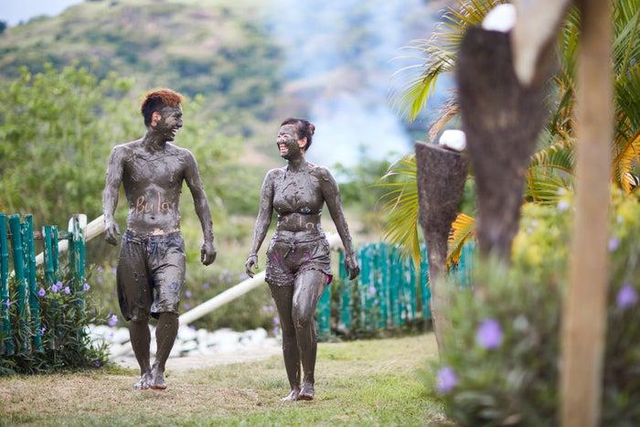 泥温泉でもっと仲良くなれるかも/写真提供:フィジーエアウェイズ