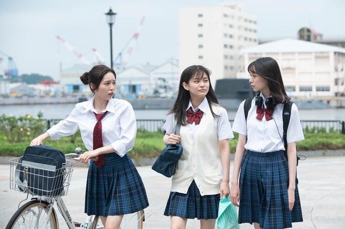 (左から)秋田汐梨、永瀬莉子、田鍋梨々花/ドラマ『17.3 about a sex』(提供写真)