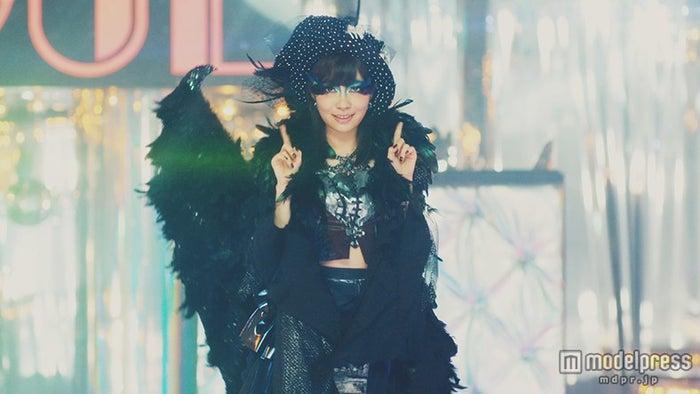 センターの指原莉乃/AKB48「ハロウィン・ナイト」MVより