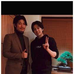 モデルプレス - 三浦春馬、新田真剣佑と「初めてサシ飯」2ショットに「顔面偏差値高い」「眼福」の声
