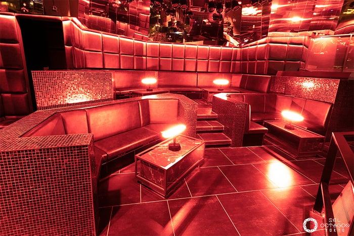 VIPのテーブルは全9席(画像提供:avex)