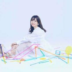 愛美、シングル「ReSTARTING!!」のアートワーク&新ビジュアルを公開