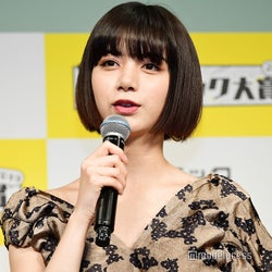 池田エライザ、バースデーサプライズに気づかない動画が話題「可愛すぎ」「めっちゃ天然」